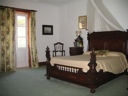 Guest bedroom at Vargellas.jpg